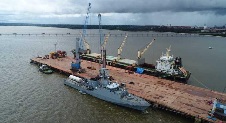 Navio irá ao Ceará para encher tanque vazio de oxigênio e levar aos estados