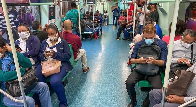 Ministro cobra uso de máscara no transporte