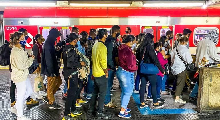 Para consultor de trânsito, escalonamento de horários de funcionamento do comércio aliviaria lotação no transporte público