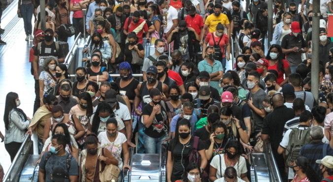Prefeituras antecipam feriados para evitar aglomeração como da quinta (25) em SP