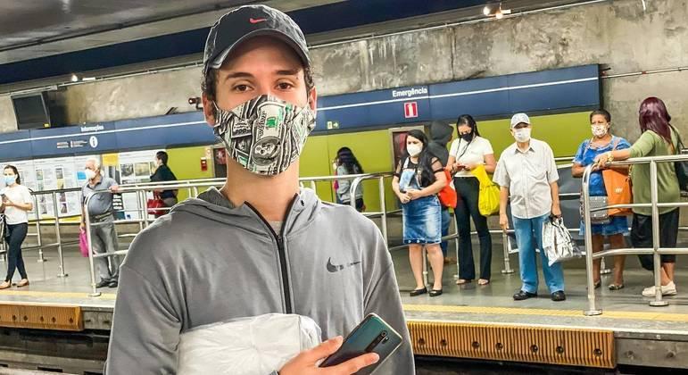 Lucas Bueno, 19 anos: 'o certo era todo mundo ficar em casa com auxílio para se manter'