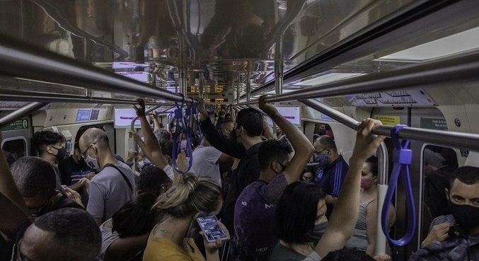 Aglomerações continuam sendo imagem comum nos vagões do Metrô em SP