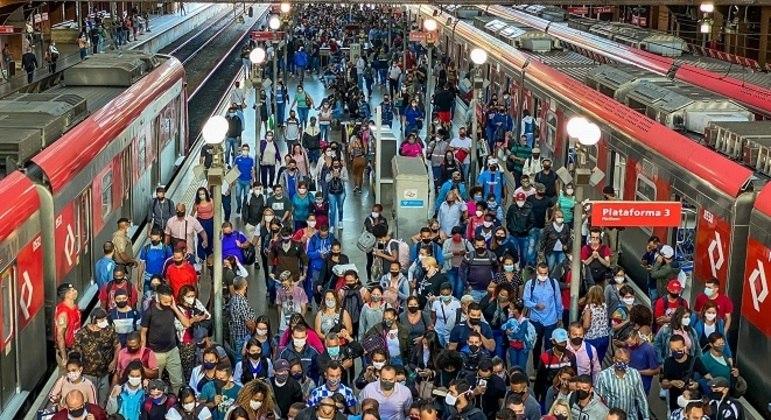 Milhões de brasileiros são colocados em situação de alto contágio diariamente