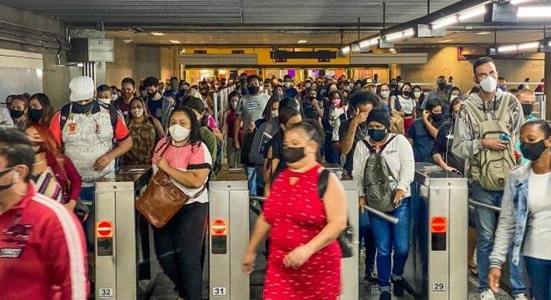 Paralisação de funcionários da CPTM afeta linha 3 vermelha do metrô