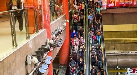 População de São Paulo se expõe ao usar o transporte público