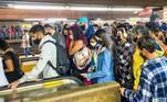 O Estado de São Paulo vive, nesta quarta-feira (14), o terceiro dia da fase vermelha do plano de flexibilização econômica com superlotação no transporte público e passageiros expostos à riscos de contaminação pelo coronavírus