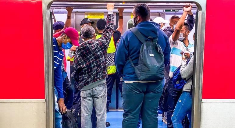 Linha Vermelha do Metrô de SP opera com velocidade reduzida