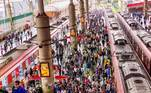 O Estado de São Paulo entra, nesta quinta-feira (15), no 4º dia da fase vermelha do plano de flexibilização econômica criado pelo governo estadual. Apesar das restrições em vigor, usuários de transporte público seguem expostos a riscos e sem proteção específica contra o coronavírus.
