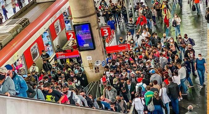 Transporte público registra superlotações durante a pandemia