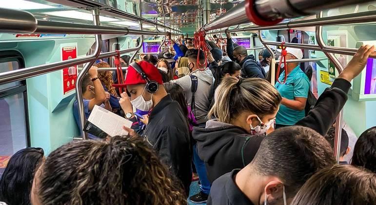 Transporte lotado inviabiliza distanciamento social
