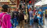 O governo do Estado de São Paulo, perguntado sobre adotar a medida como obrigatória e se houve tratativa com os setores econômicos, respondeu em nota. 'O Governo de São Paulo reforça a recomendação ao escalonamento de horários de entrada dos trabalhadores para evitar aglomerações no transporte público e assim conter a disseminação do vírus. O Centro de Contingência indicou a medida como mais um elemento para reduzir o contato entre as pessoas e manter o distanciamento social, contribuindo assim para diminuir a transmissão do novo coronavírus.'