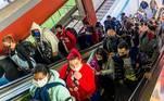 'O governo estadual está matando o trabalhador e os empresários' afirma o zelador, Laerte José Oliveira, de 44 anos, que avalia o transporte público em São Paulo como 'péssimo' nesta pandemia. 'Quem trabalha não consegue se manter com o auxílio, os micro empresários estão falindo. Sou pró-trabalho, o pior da pandemia vai ser o desemprego e a fome', lamentou
