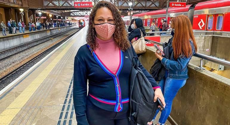 Josilene Costa afirma que o transporte continua lotado e as pessoas não usam máscara