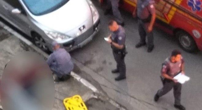 Homem fica caído no chão e travesti é encontrada e presa na Marginal Pinheiros