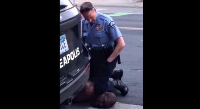 A filmagem mostrou um policial ajoelhado no pescoço de George Floyd