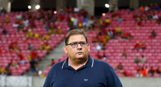 Treinador acredita que decisão final da arbitragem após gol do Sport teve interferência externa