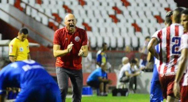 Treinador manteve o Timbu invicto em casa e conseguiu, com o empate em 2x2, com o Sampaio Corrêa, faturou a Série C