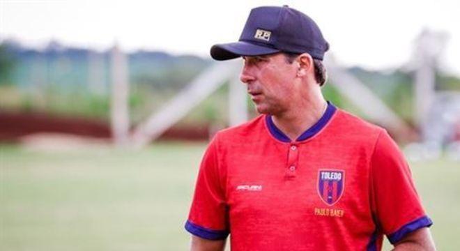 Treinador não resistiu à sequência de resultados ruins com o clube paranaense e não estará no banco de reservas no duelo de estreia da equipe pelo torneio nacional