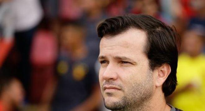 Treinador quer jogadores de diferentes características e elogiou Ronaldo, atacante do Santo André