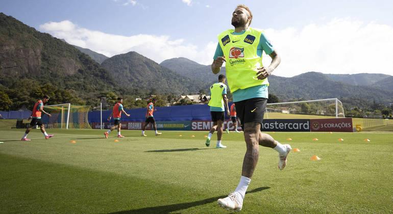 Seleção brasileira se prepara para duelo contra o Equador, na sexta-feira (4)