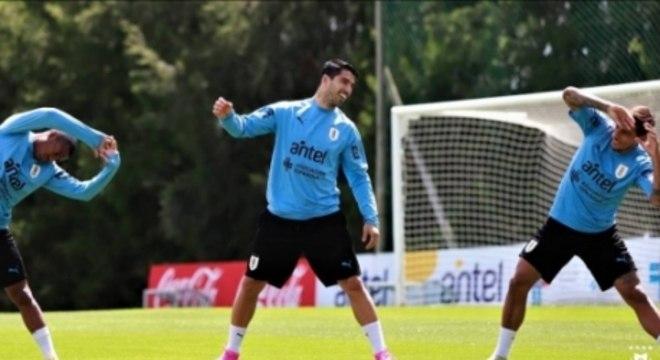 Suárez participou normalmente de treino nesta segunda