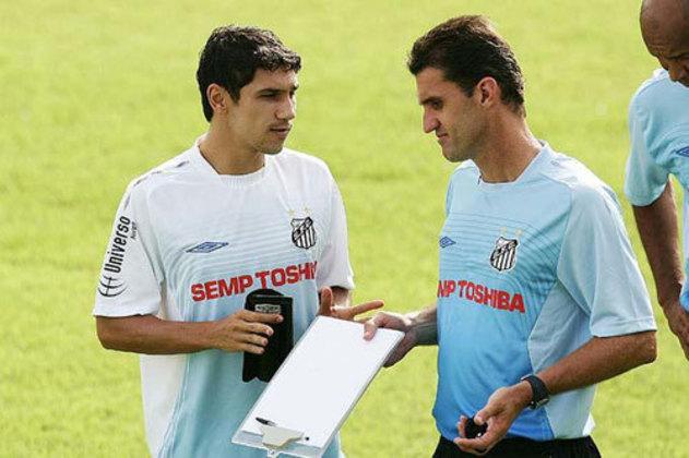 Treinou o Santos em 2009, sendo o responsável por lançar Neymar. Ficou de fevereiro a julho daquele ano.