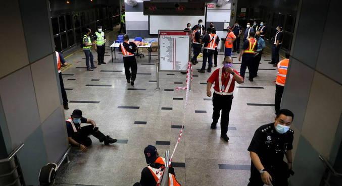 Colisão de trens de metrô na Malásia deixa 213 feridos