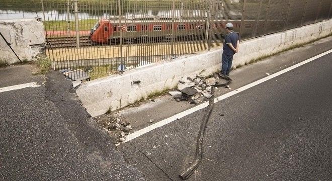 Viaduto cedeu em 15 de novembro e causou o fechamento da marginal Pinheiros