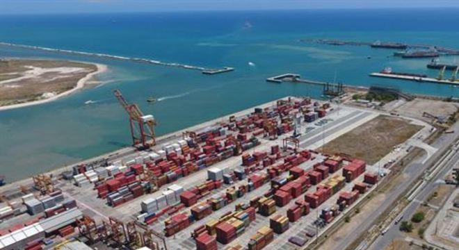 Três áreas foram delimitadas para navios que aguardam atracação no porto. Com o novo espaço, pescadores serão beneficiados