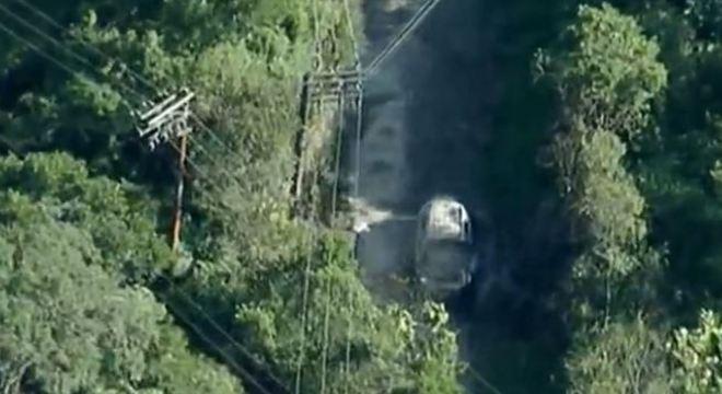 Três corpos são encontrados carbonizados dentro de carro em SP