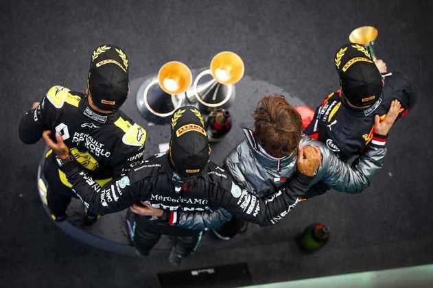 Três equipes diferentes foram representadas no pódio: Mercedes, Red Bull e Renault