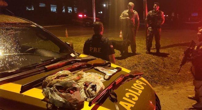 Três homens são presos com espingardas em Arroio dos Ratos  Crédito: Polícia Rodoviária Federal / Divulgação / CP