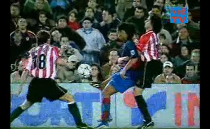 Três lençóis - Um dos lances mais emblemáticos da carreira de Ronaldinho são os três chapéus em cima do ex-meia Carlos Gurpegi, do Athletic Bilbao.