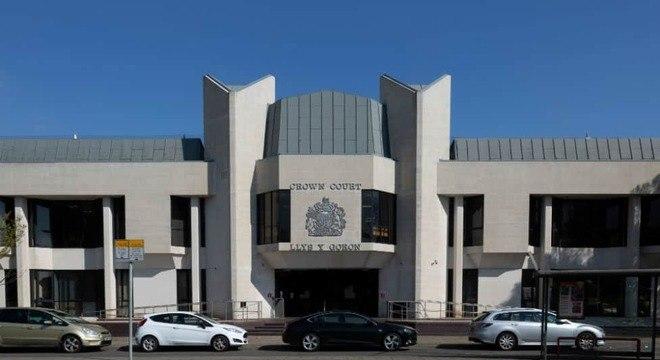 Tribunal onde o pai que teve bebês com a filha está sendo julgado