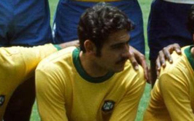 Tricampeão mundial, RIVELLINO balançou as redes 26 vezes pela Seleção Brasileira. Ele ainda disputou as Copas de 1974 e 1978.