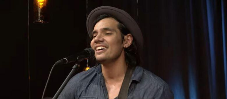 Victor Mota soltou a voz no palco do Trilha de Sexta