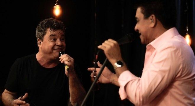 Cezar e Paulinho soltaram a voz no palco do Trilha de Sexta
