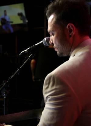 Bruno Araujo canta seus sucessos