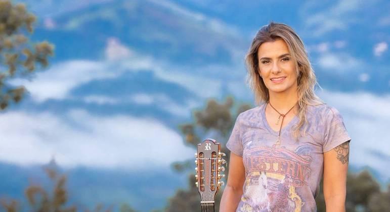 A violeira Adriana Farias apresenta seu sertanejo raiz no Trilha de Sexta