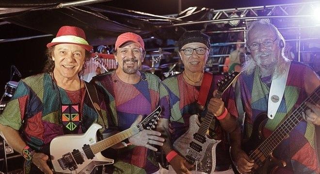 Trio elétrico Armandinho, Dodô e Osmar mantém a tradição da folia baiana