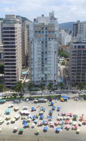 Condomínio Solaris fica de frente para o mar no Guarujá (SP)
