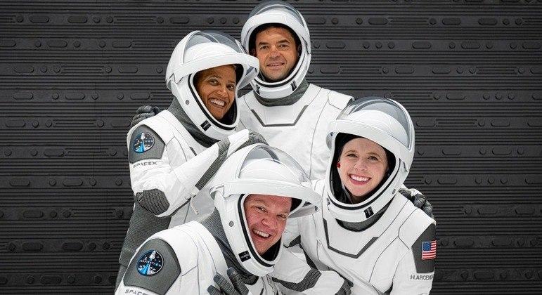 Tripulação da missão, que recebeu o nome de Inspiration4