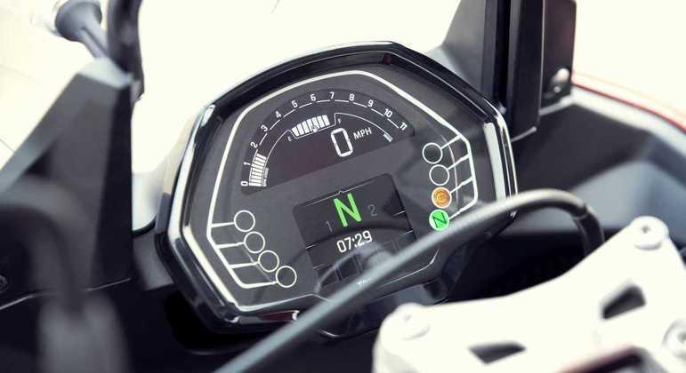 Moto tem painel de instrumentos digital com tela de TFT colorida