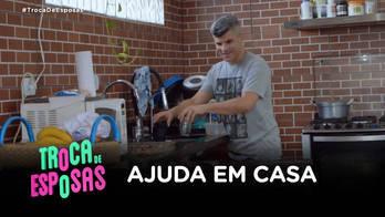 Guga Noblat ajuda com as tarefas domésticas e diverte Loredana (Divulgação/Record TV)