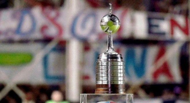 Troféu de Copa Libertadores, desejo dos clubes