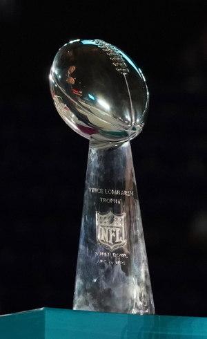 Troféu Vince Lombardi é entregue ao vencedor do Super Bowl