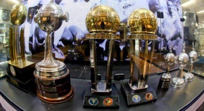 Santos conseguiu os títulos mundiais com Pelé e companhia em 1962 e 1963