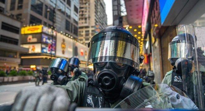 Confrontos entre a polícia e manifestantes estão cada vez mais violentos