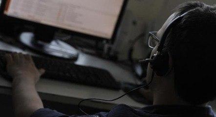 De acordo com a legislação brasileira, passar trote telefônico é crime