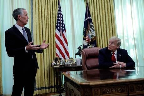 Trump e o CEO da Gilead em reunião nesta sexta-feira